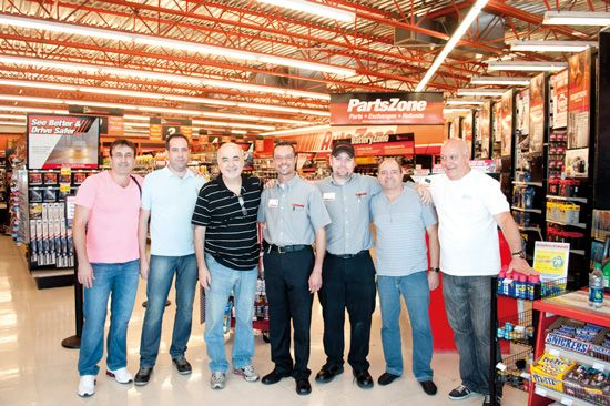 A AutoMOTIVO visitou uma loja da AutoZone nos Estados Unidos com um grupo de empresários do mercado de acessórios