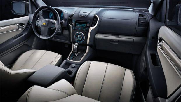 Paonel e assentos dianteiros da Chevrolet Trailblazer