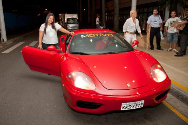 Participantes do Netshop curtem a Ferrari Experience Ride