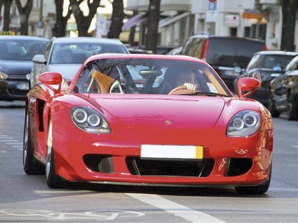 Aqui entre nós, o nome dados às cores provavelmente foi o aspecto menos  inspirado do Carrera GT. Mas com uma super-máquina dessas, quem é que vai  dar ... a8e57c9129