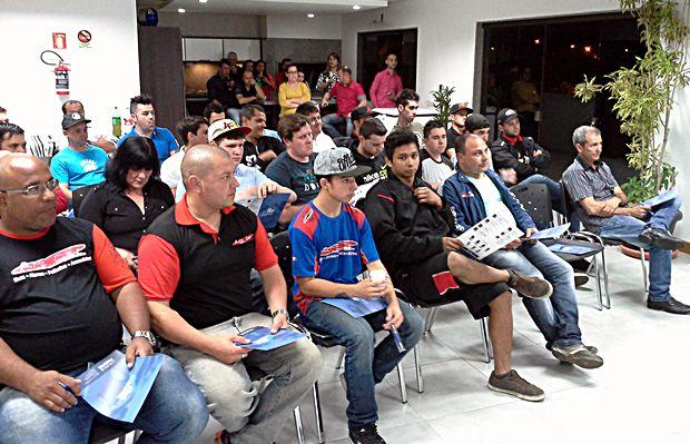 Treinamento sobre produtos FKS realizado em parceria com a distribuidora Audiocar no RS