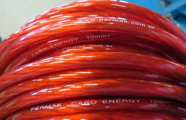 Um dos modelos de cabos para som automotivo produzidos pela Permak