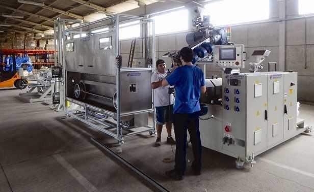 Montagem das novas máquinas da Technoise, fornecedora de produtos de som automotivo