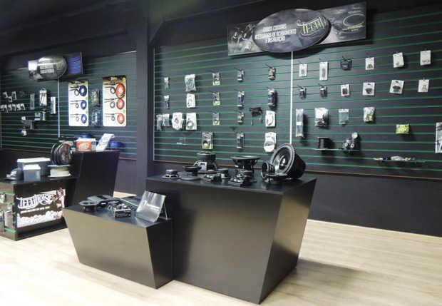 SAhow room da TEchnoise, empresa fornecedora de produtos de som automotivo