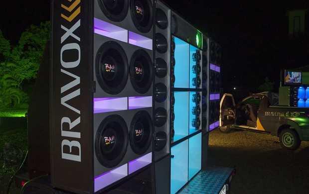 Carros show da Bravox alto-falantes