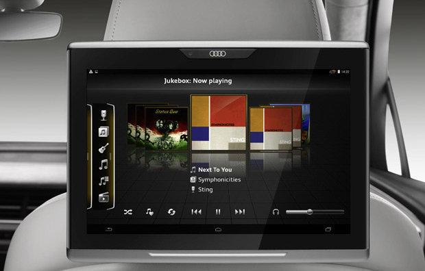 Um dos tablets disponíveis para os passageiros dos bancos traseiros do Audi Q 7