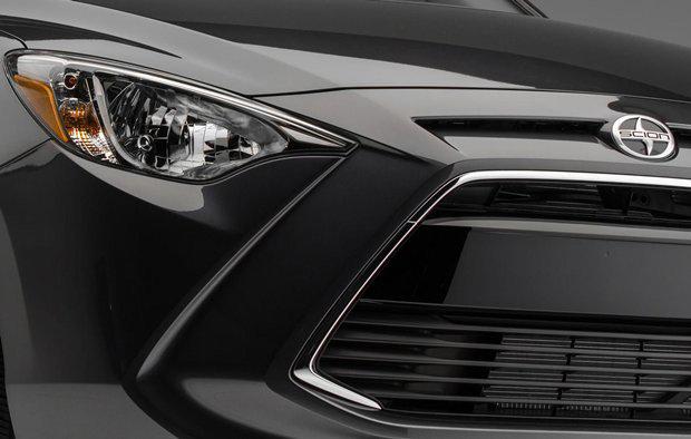 Detalhe da dianteira de um Scion, sub-marca de compactos da Toyota americana