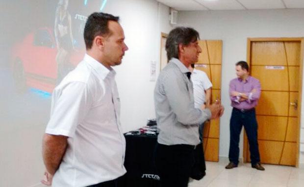 Luiz Nascimento e Serginho no workshop da Stetsom amplificadores na distribuidora de som e acessórios Danfab