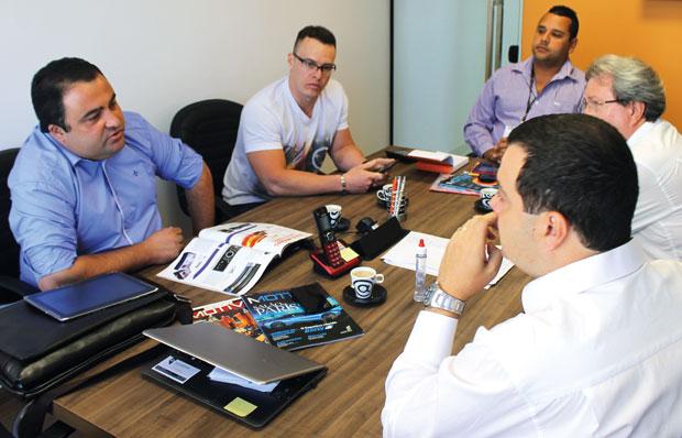 Eduardo José Queiros, diretor da Edusom distribuidora de som e acessórios automotivos em entrevista à revista AutoMOTIVO