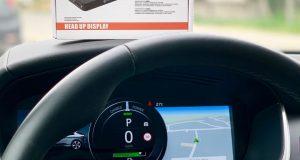 Tech One lança Head Up Display que projeta dados no para-brisa