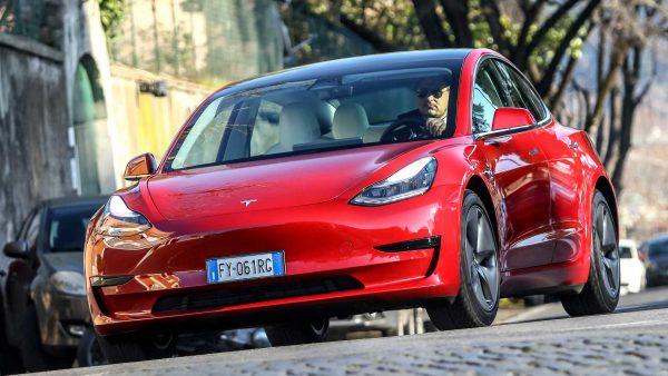 Tesla teve lucro bilionário no 2º trimestre de 2021