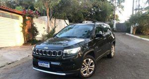 Jeep Compass lidera o segmento de SUV médio em agosto; Corolla Cross está logo atrás